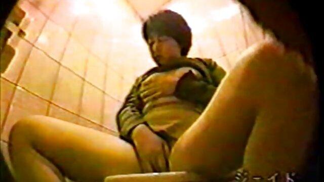Chica universitaria recoge a dependienta para sexo lésbico redtube trío caliente