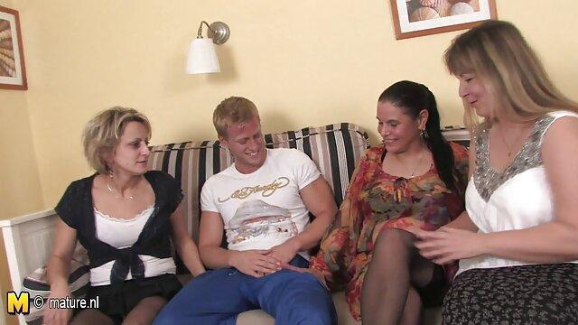 Sexy sirvienta Black Angelika es follada en una vieja cabaña videos trios trans
